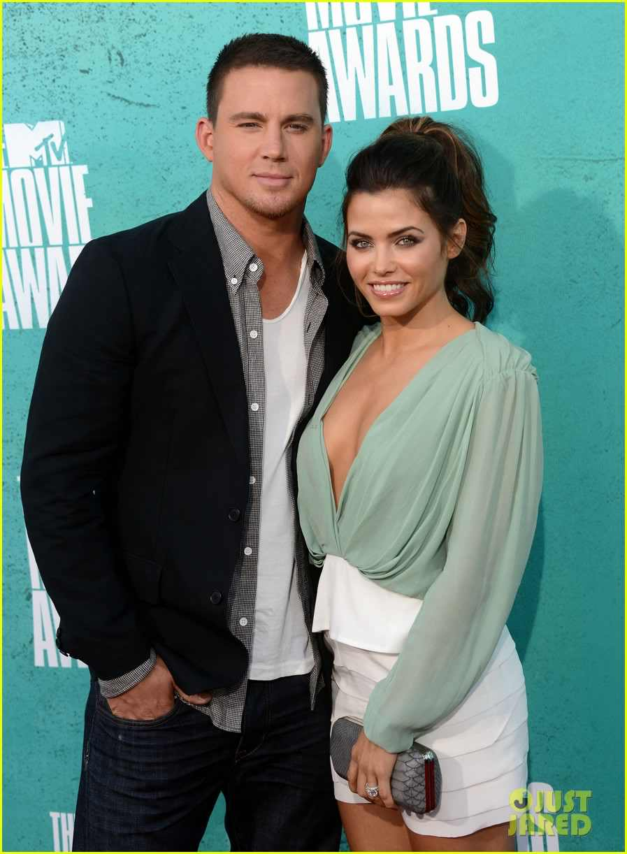UNIVERSAL CITY, CA - JUNE 03:  Actors Channing Tatum and Jenna Dewan-Tatum arrive at the 2012 MTV Movie Awards held at Gibson Amphitheatre on June 3, 2012 in Universal City, California.  (Photo by Jason Merritt/Getty Images)