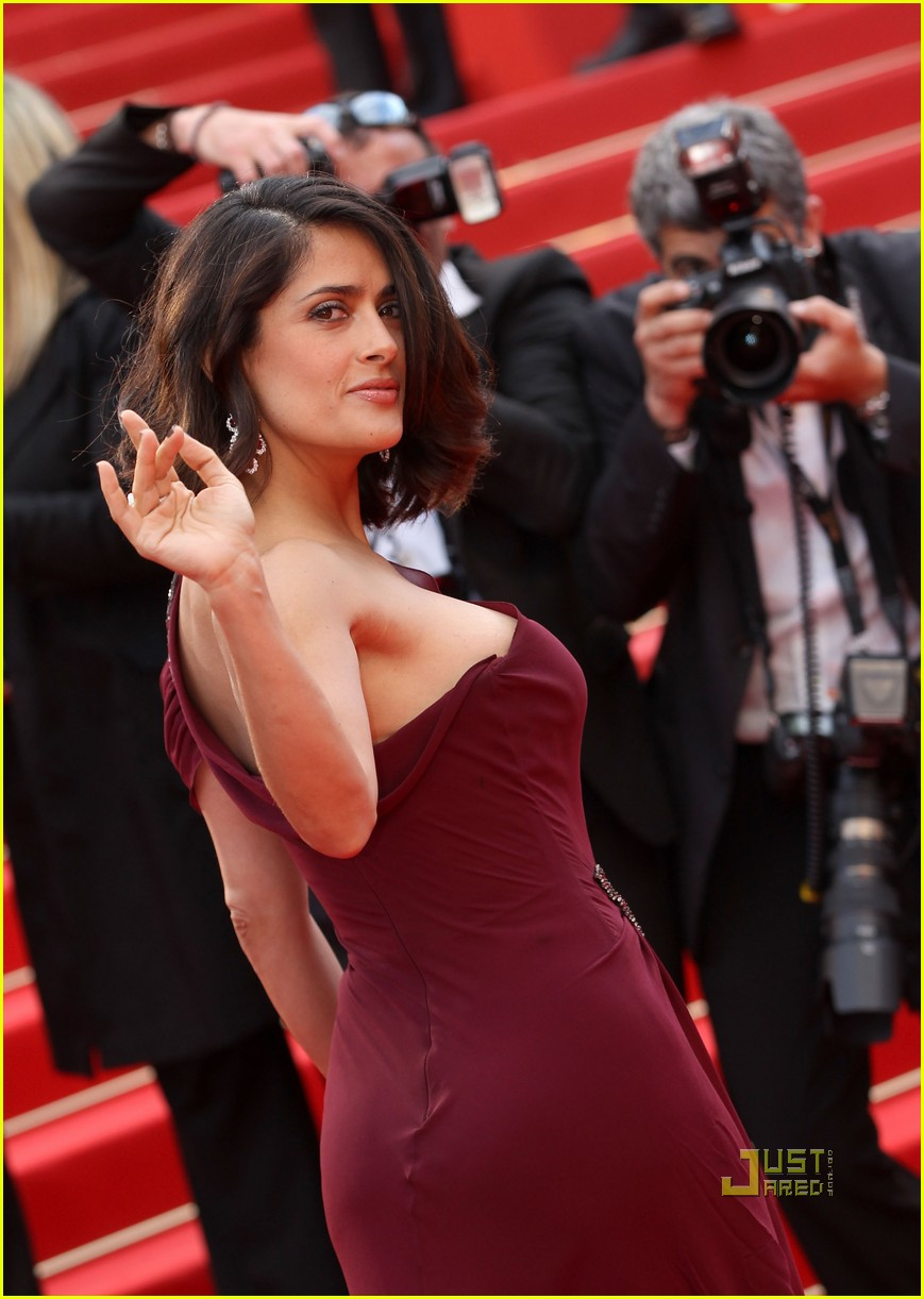 """CANNES, FRANCE - MAY 12:  Salma Hayek attends the """"Robin Hood"""" Premiere at the Palais des Festivals during the 63rd Annual Cannes Film Festival on May 12, 2010 in Cannes, France.  (Photo by Sean Gallup/Getty Images)"""